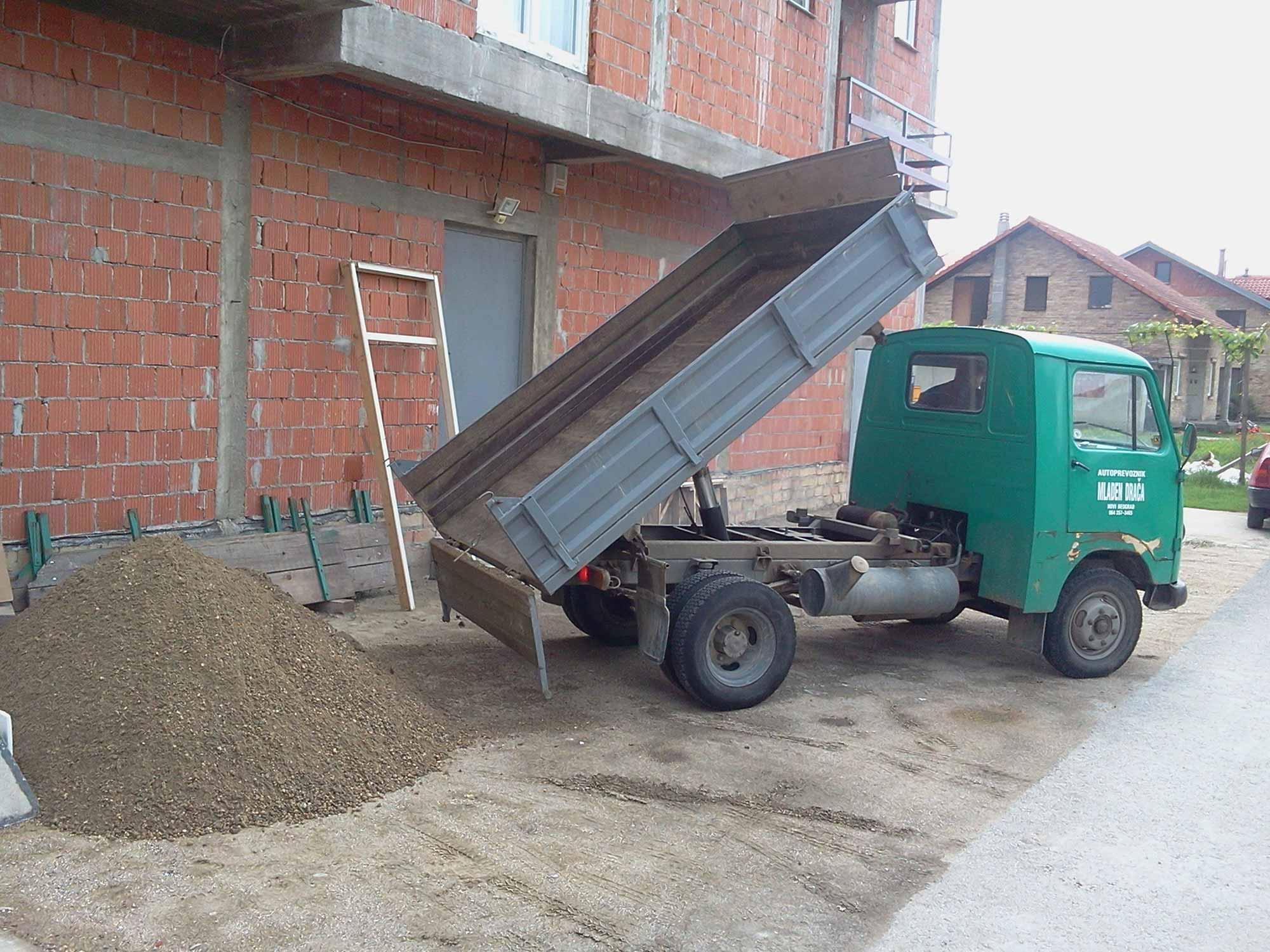 Prevoz peska, šljunka i šuta Mladen Drača