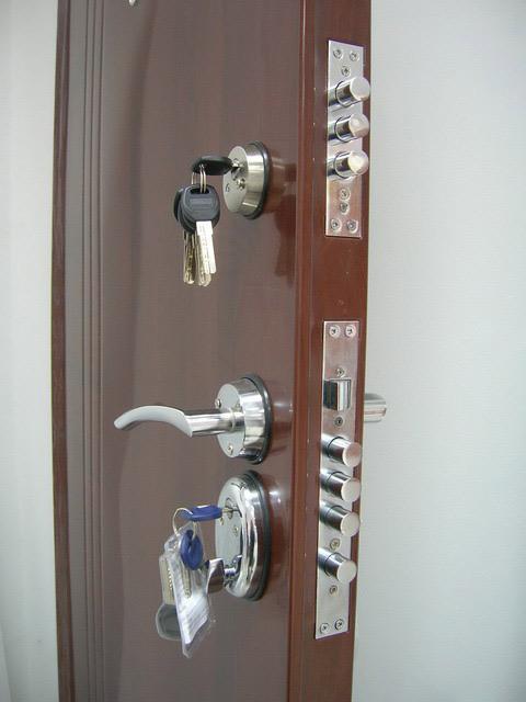 Servisiranje i montaža sigurnosnih vrata Stenkom